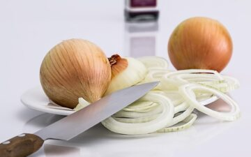 How to cut onions without crying